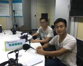孙专家和王专家一起参加河南广播电视台《农资家家乐节目》